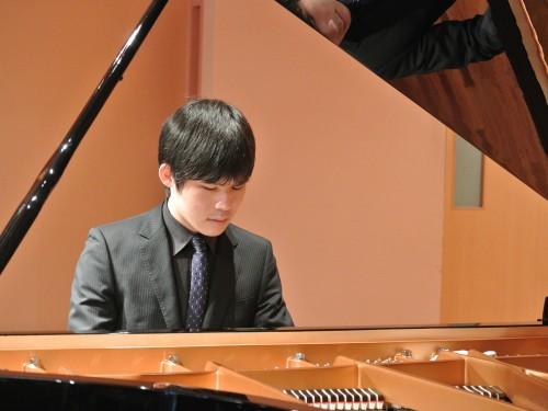 篠村 友輝哉 先生ピアノレッスンのご案内